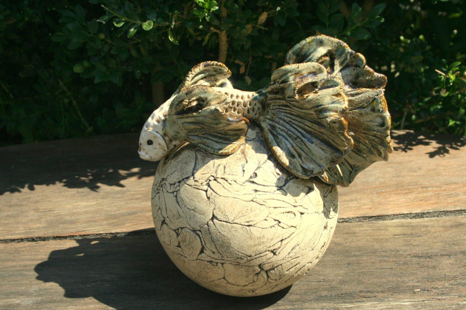 Keramik Rosenkugel Fisch, Beetstecker, Gartenkeramik, Gartenkugel, Unikat von MJ-Arts
