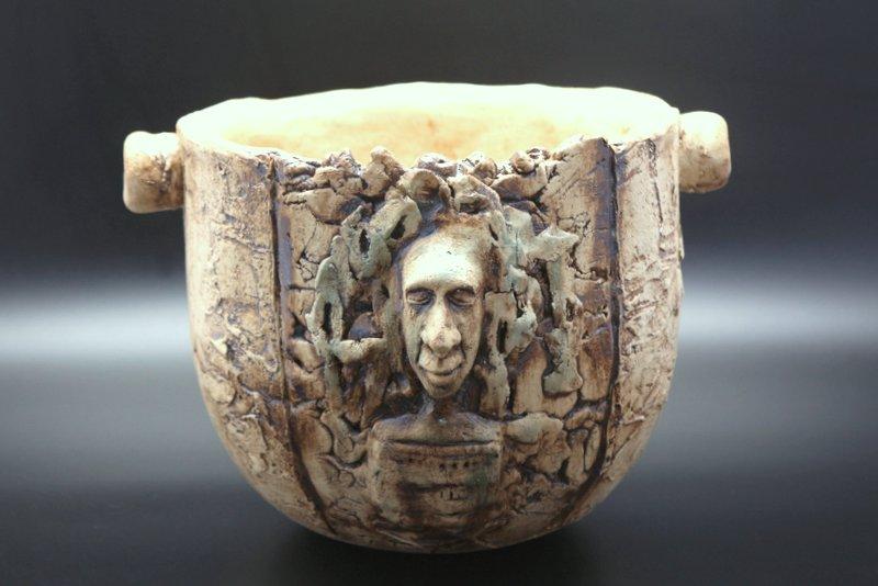 Verkauft- Kunstvolles Keramik Gefäß, Relief, Pflanztopf, Garnschale – Unikat