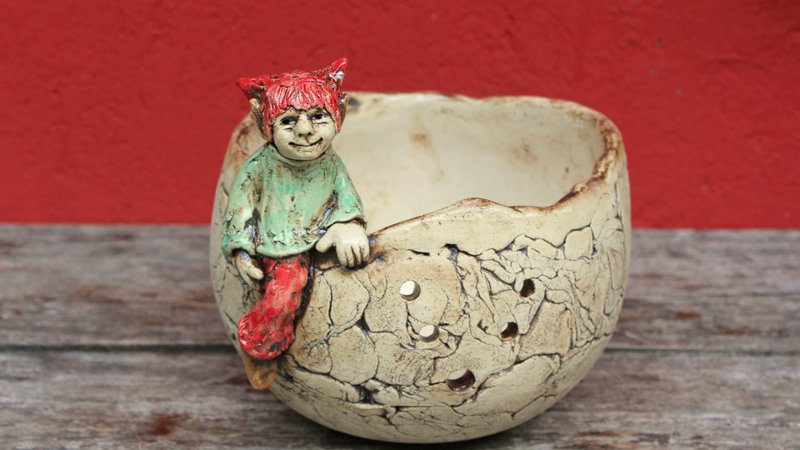 Verkauft – Keramik Garnschale mit Elfe – handgemachtes Unikat