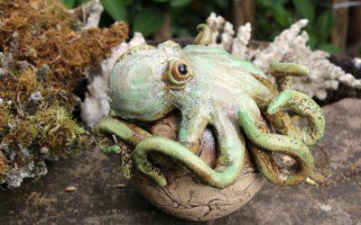 Keramik Garten-Oktopus auf Kugel – Unikat