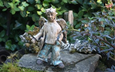 "Keramik Skulptur Engel ""Der Reisende"" – sign. Unikat"
