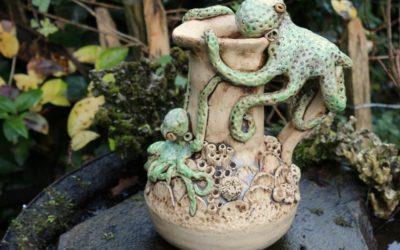 """Keramik Skulptur """"Meeresleben"""" Oktopus, Henkelkanne – Unikat"""