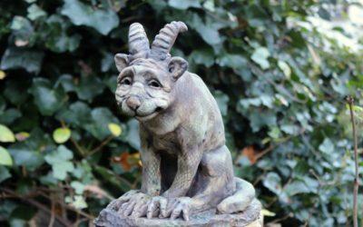 Verkauft – Gargoyle 23 cm, Keramik Gartenwächter Gartenfigur – Unikat